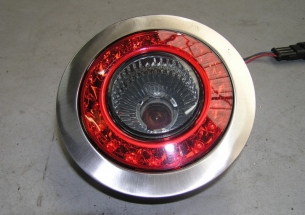 Een achterlicht unit vervaardigd uit RVS
